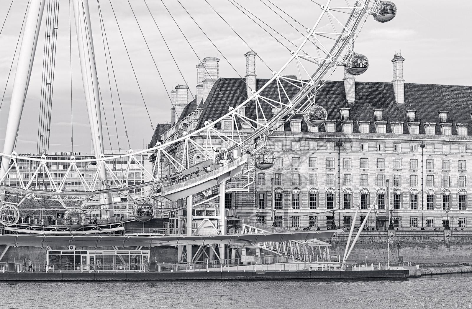 Millennium Wheel – Black and White
